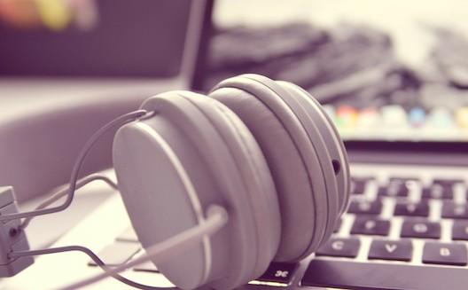 الإنترنت، تفيد الموسيقى أم تضرّها؟