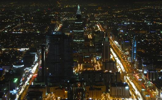 دردشة مع رئيس تنفيذي لشركة صغيرة افتراضية في السعودية