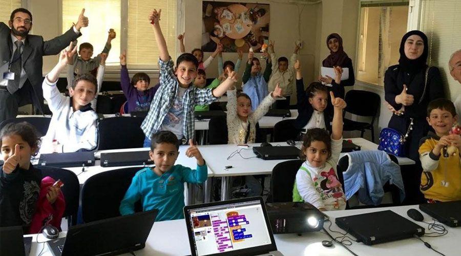تعليم البرمجة للاجئين الشباب يخلق فرص عمل للآلاف