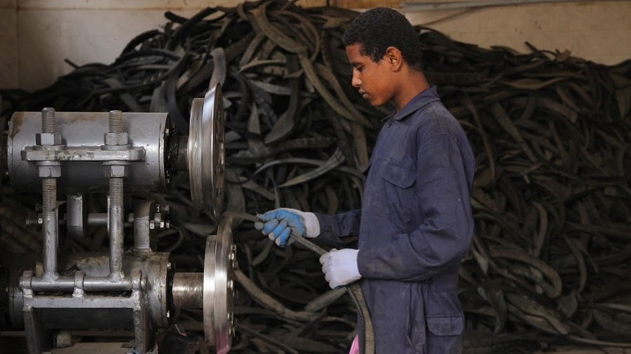 مطاط الإطارات المعاد تدويرها في مصر سلعةٌ تغذي هذه الشركة الناشئة