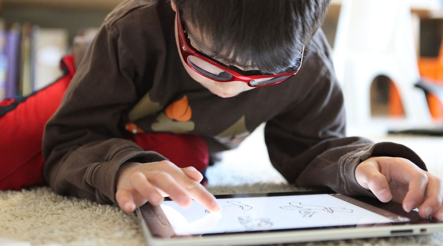 كيف تستفيد من إدمان طفلك على التكنولوجيا؟