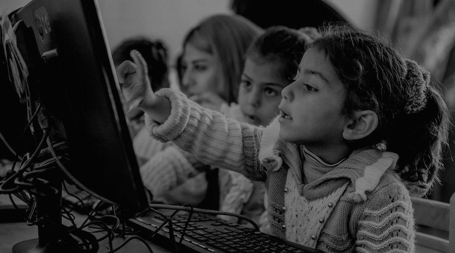 التكنولوجيا التعليمية لإنقاذ جيل ضائع من اللاجئين