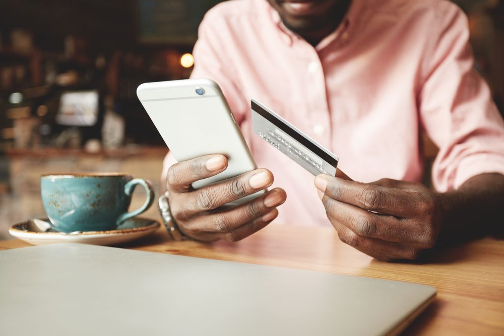 هل يدفع الناس في الإمارات ثمن مشترياتهم عبر الإنترنت؟