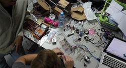 مختبر 'فكرة' في 'جامعة نيويورك أبوظبي' يغيّر اسمه إلى 'ستارت آد' ويقدّم مزايا إضافية