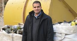 زياد أبي شاكر: عمل في مطعم ومكتبة وتجميع النفايات ليحقق حلمه بإدارة أنجح شركات إعادة التدوير